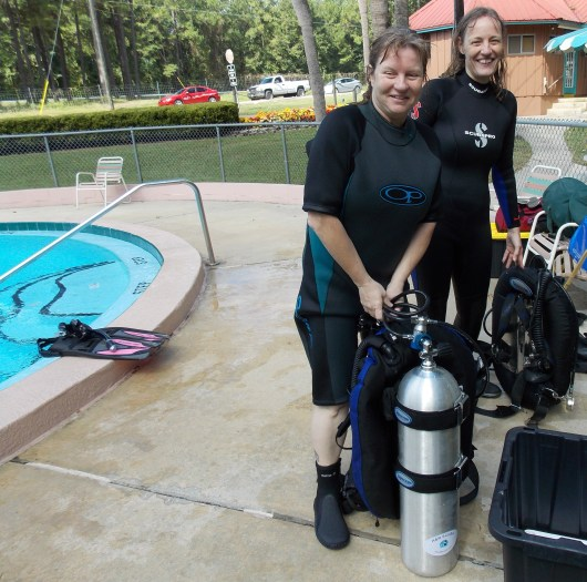 064 H&R-scuba-class-Nicki-Beverly-2013-09-29