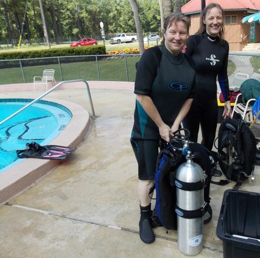 064 H&R-scuba-class-Nicki-Beverly-2013-09-29