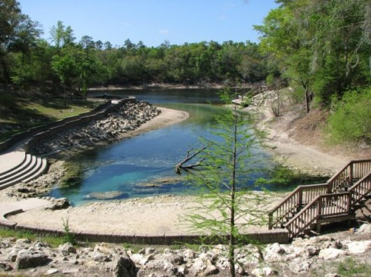 Little River Springs in Florida - Cave Diving and Swimming entrance of Cave left